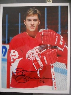 Steve Yzerman signed NHL hockey 8x10 photo w/ COA