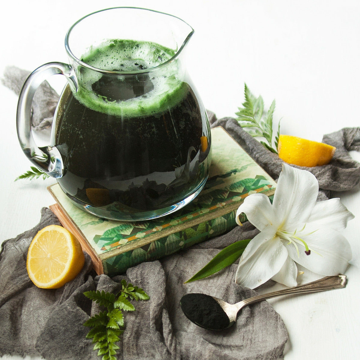 4-Ingredient Spirulina Lemonade
