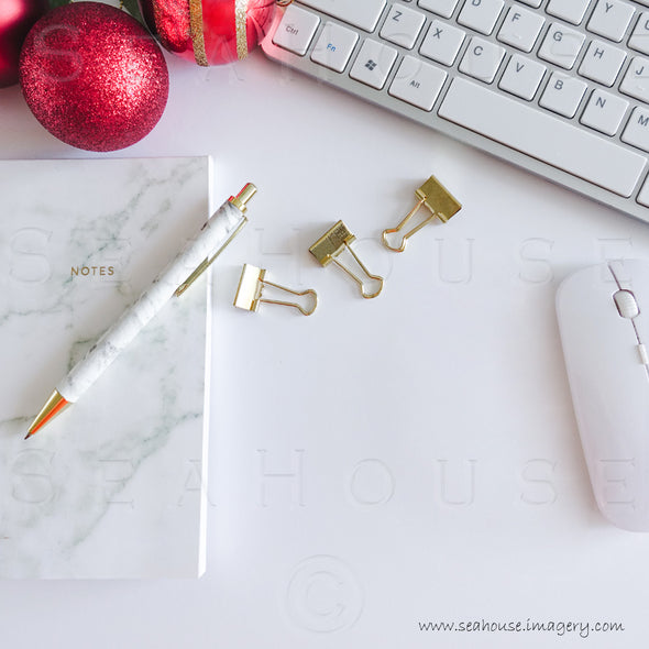 WM Merry Xmas Marble Notepad Pen Gold Clips Red Baubles Keyboard No Text 1667 Square