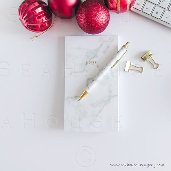 WM Merry Xmas Marble Notepad Pen gold Clips Red Baubles at Top 1666 Square