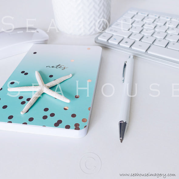 WM Styled Desktop Modern Blue and White 1861 8 Square
