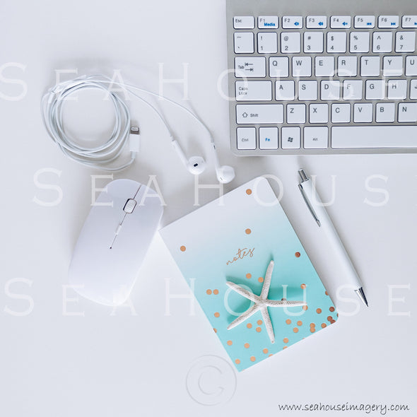WM Styled Desktop Modern Blue and White 1872 11 Square