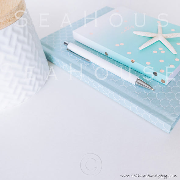 WM Styled Desktop Modern Blue and white 1907 25 Square