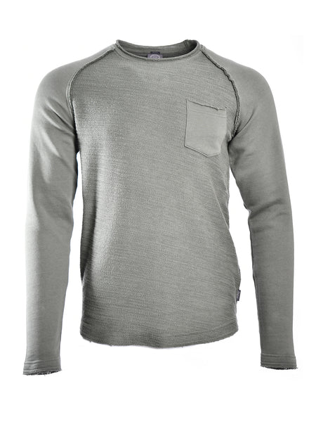 Long sleeve sweatshirt in light grey melange from Danish designer Jack & Jones, offered by Whiskey Ginger. Front chest pocket. Contrasting fabric center with rough edges. Front view of sweatshirt, worn.