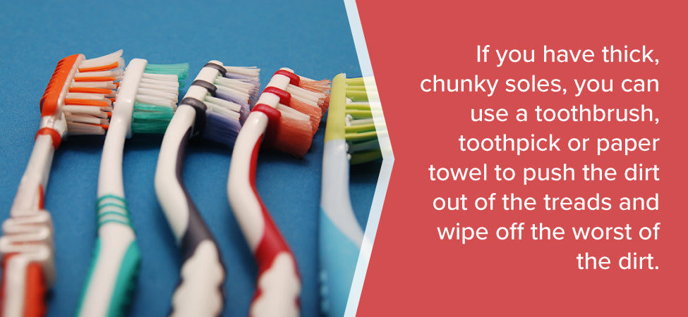 toothbrush-to-clean-shoes