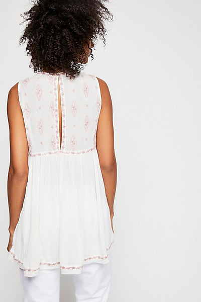 Sleeveless Diamond Embroidered Top