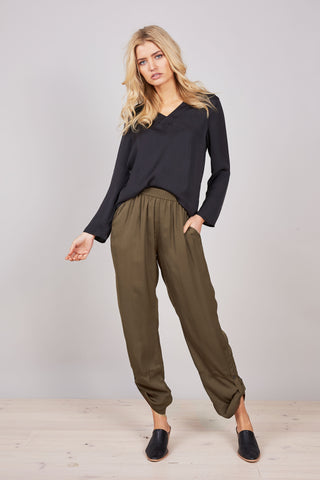 Brave + True Wonderland Pants Moss Green - Total Woman Total Home