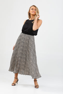 Brave + True Alias Pleated Skirt Cloud Nine Black
