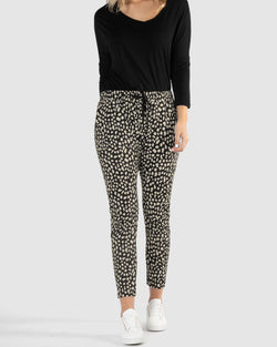 Betty Basics Bella Pant Black/Beige Sahara - Total Woman Total Home