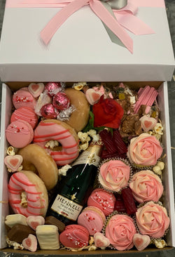 Bubbles and Sweets Dessert Box Large