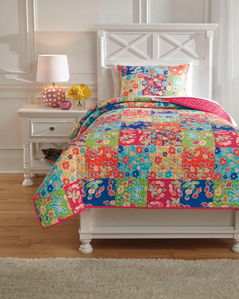 Belle Chase Twin Quilt Set