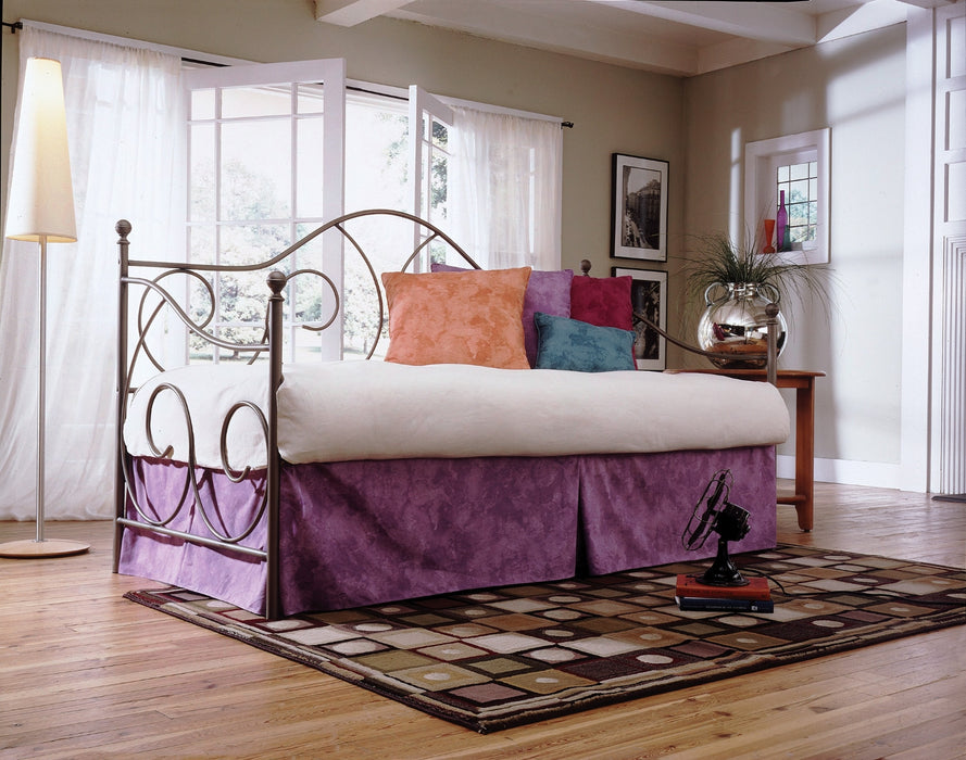 Caroline Daybed in 2 Colors