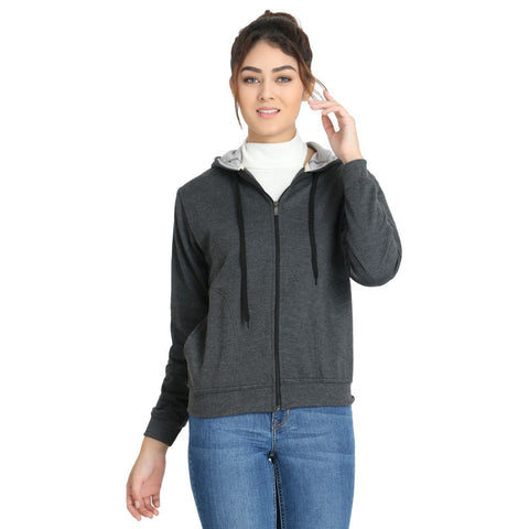 Model wearing TeeMoods women's fleece Dark Grey hoodie