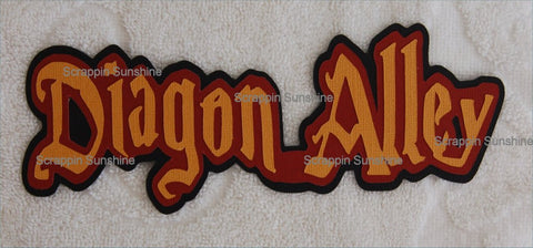 UNIVERSAL STUDIOS - Harry Potter - Diagon Alley Die Cut Title