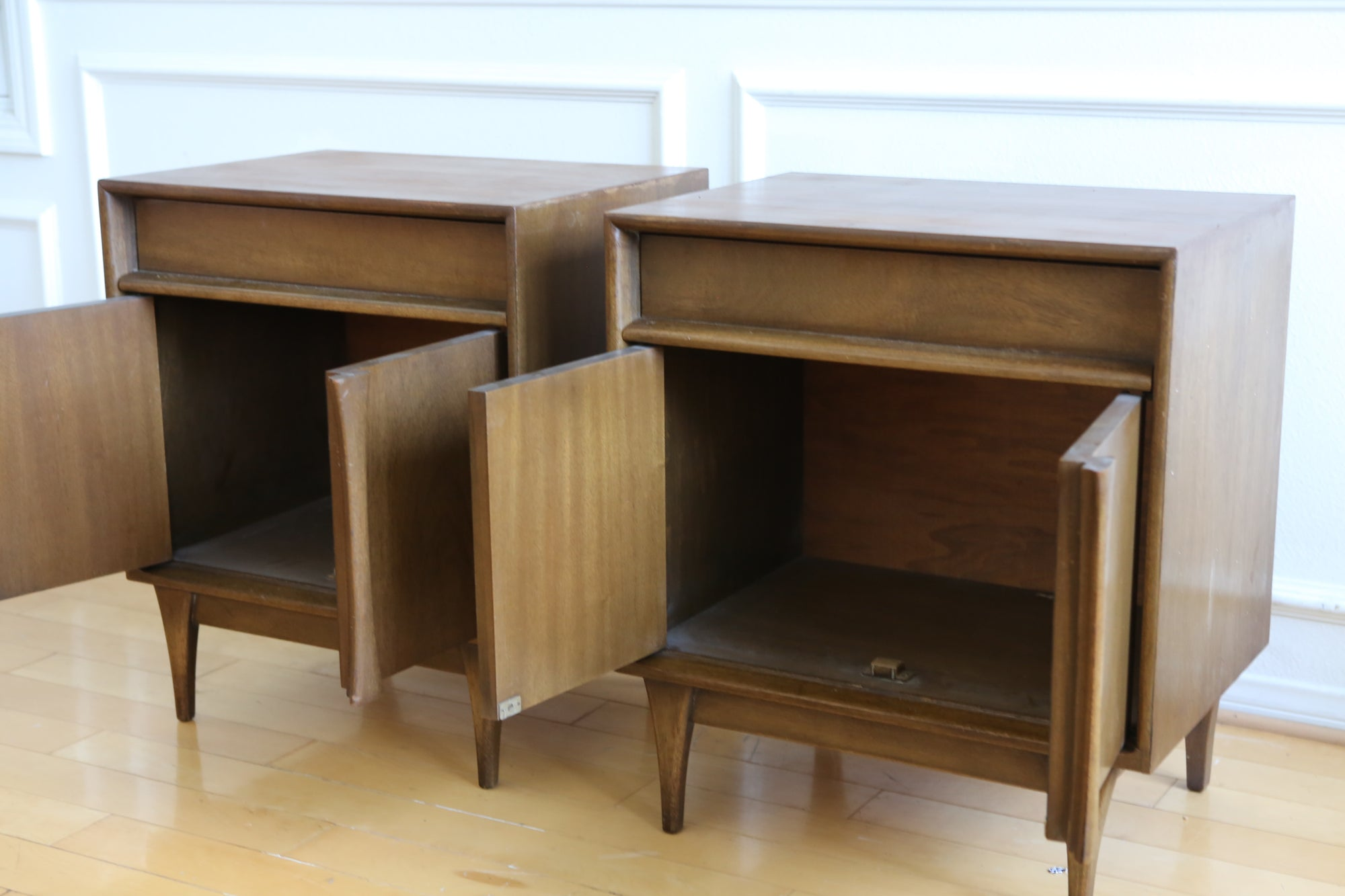 Mid Century Modern Vintage Nightstands Side Table A Pair No 593 Shopgoldenpineapple