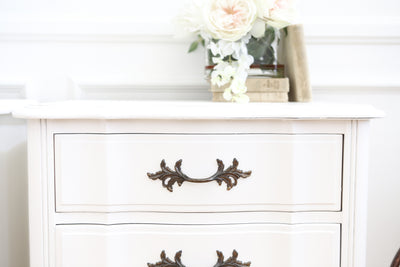 Shabby Chic Vintage Thomasville White Nightstands / Side Tables / End Tables - A Pair No 581 - ShopGoldenPineapple