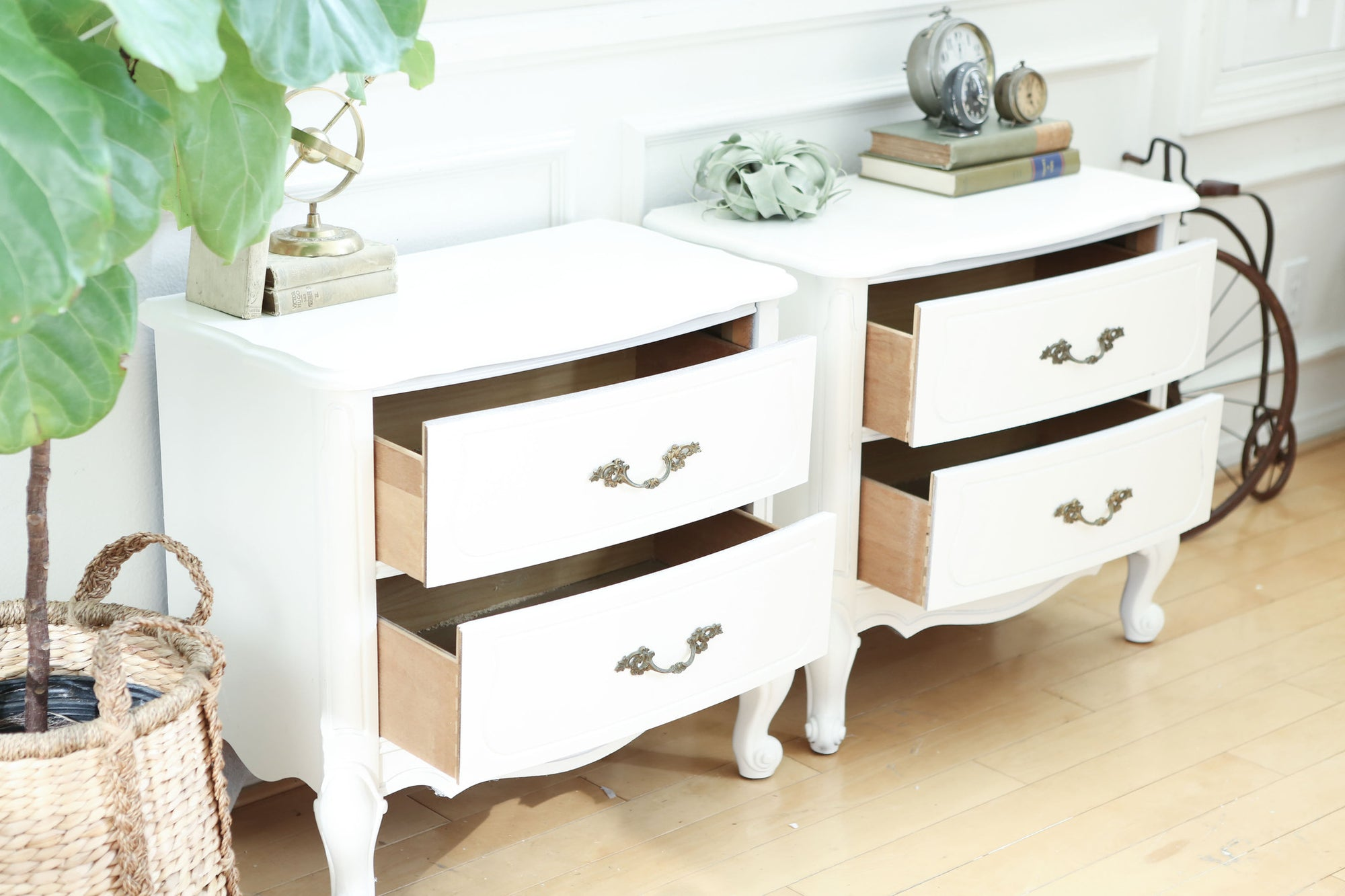 Shabby Chic French Provincial Vintage Night Stands / Side Tables / End  Tables Set Of Two