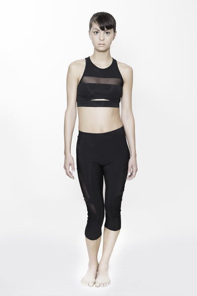 Midriff Cutout brartop in black.