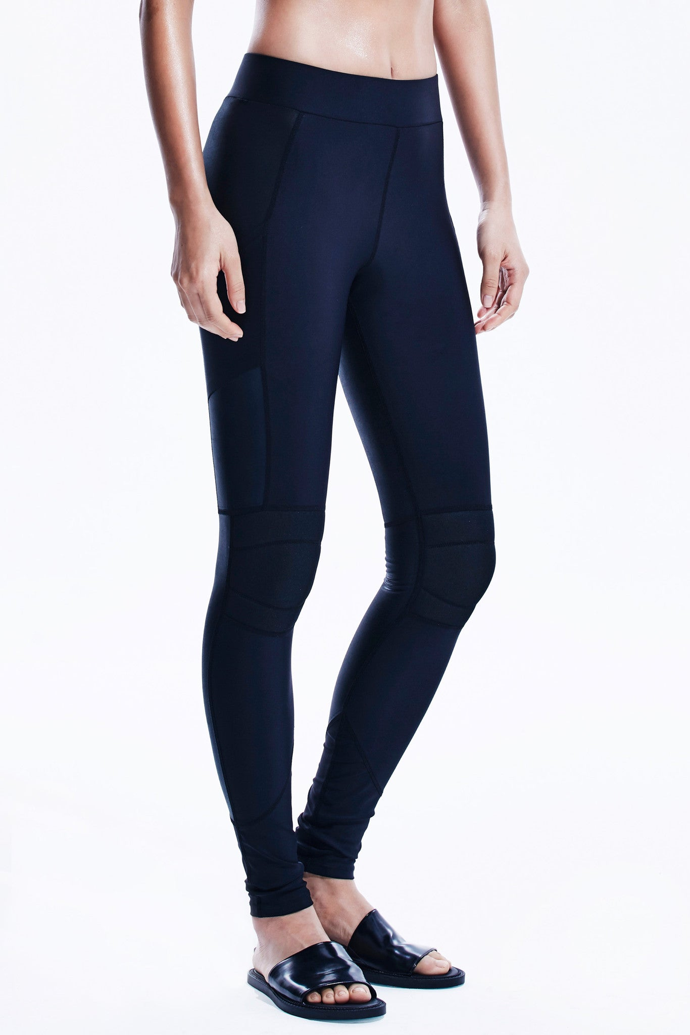 Axis Leggings in Iridescent black with side pockets.