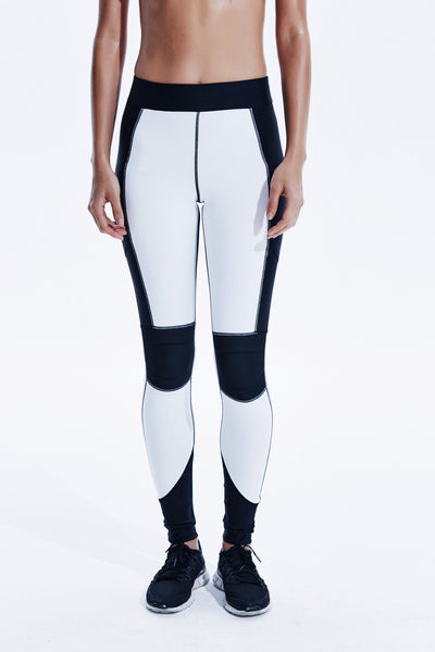Axis Leggings in white black with side pockets.
