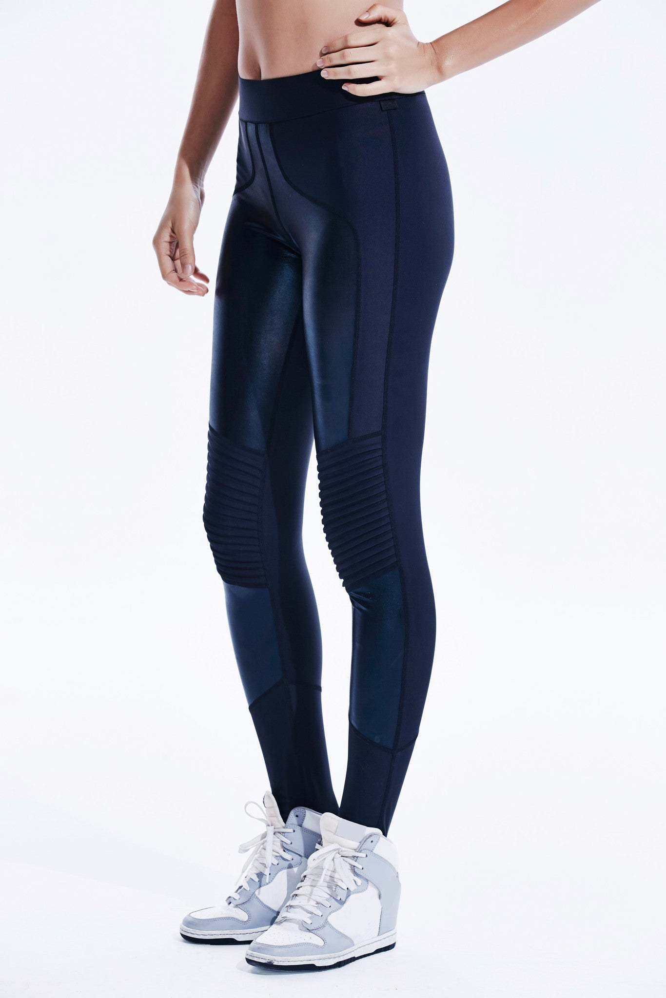 Stellar Leggings in Iridescent Black
