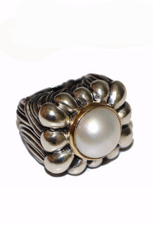 Pearl Petal Top with Leaf Shank Ring