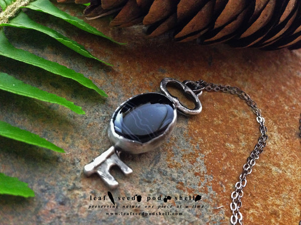 Black vein Agate Key Pendant - Antique Silver - Cat No 313 - Leaf Seed Pod Shell - 2