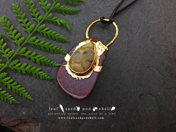 Crazy Lace Agate Tear Drop Cabochon/Red Jasper Pendant - Gold - Cat No 357 - Leaf Seed Pod Shell - 1