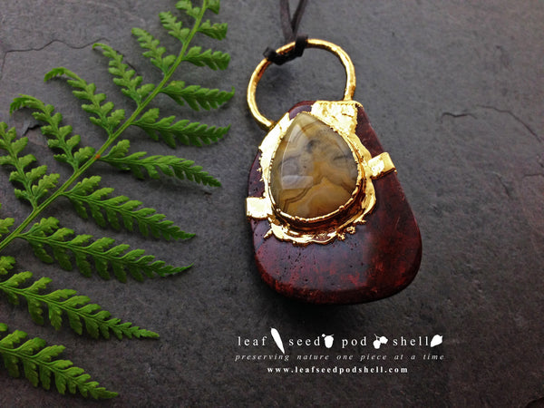 Crazy Lace Agate Tear Drop Cabochon/Red Jasper Pendant - Gold - Cat No 357 - Leaf Seed Pod Shell - 2