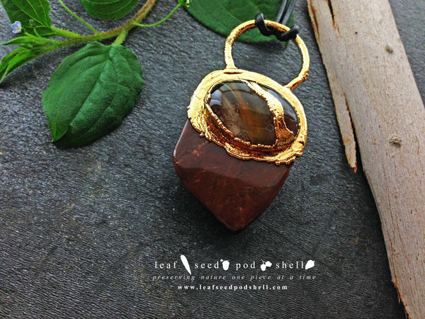 Red Cherry Quartz/Brown Jasper Pendant - Gold - Cat No 364 - Leaf Seed Pod Shell - 3