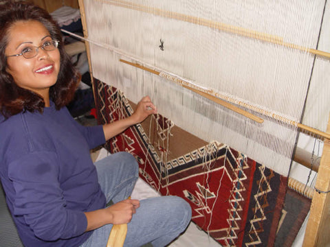 Cindy nez at the loom