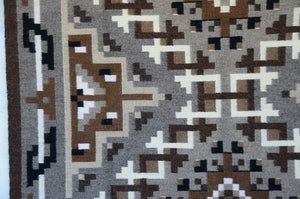 Navajo Two Grey Hills : Helen Bia : Churro 1527 - Getzwiller's Nizhoni Ranch Gallery