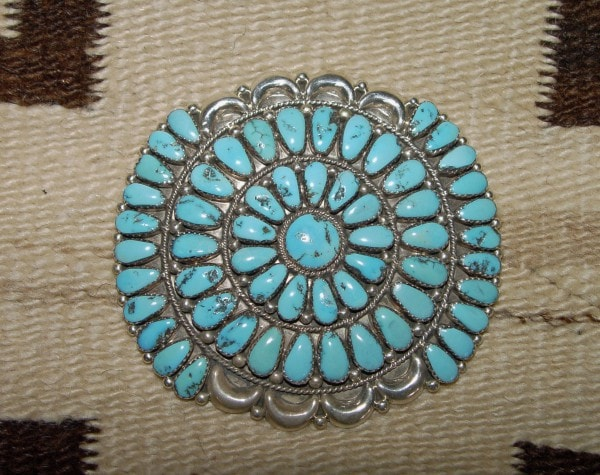 Native American Jewelry : Navajo : Kingman Turquoise Pin : Justin And Saraphina Wilson : NAJ-18