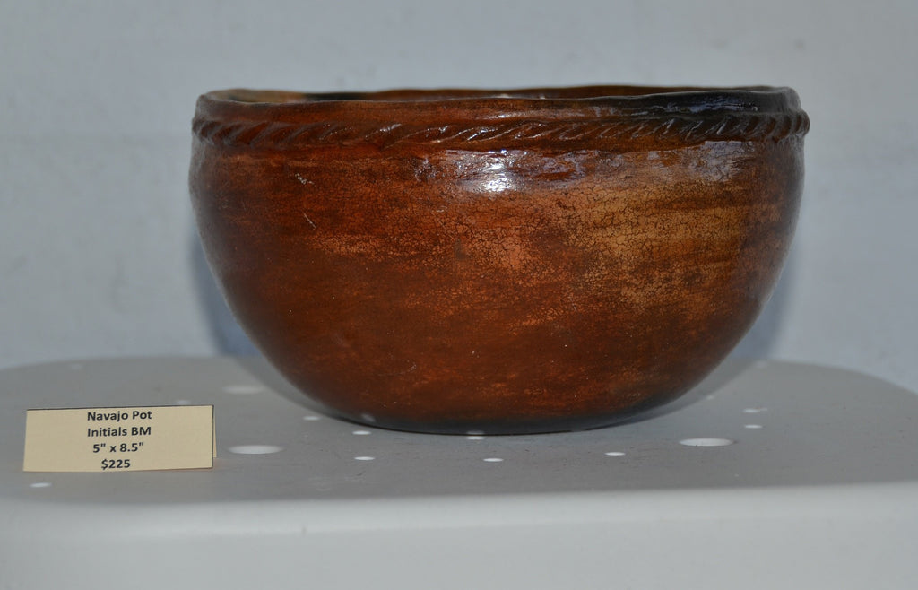 Navajo Pottery : Simple Bowl- Pot #12 - Getzwiller's Nizhoni Ranch Gallery