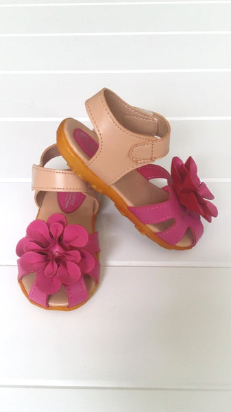 Girls toddler sandals with cute flower detail