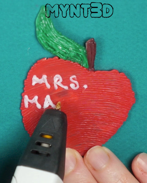 Make DIY custom personalized teacher gifts with a 3D printing pen. Download the free project template that includes stencils for classroom motifs such as apples, number 2 pencils and lined writing paper