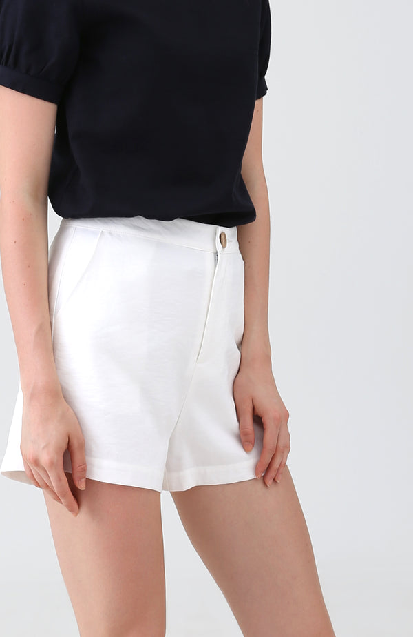Eulala Basic Shorts in White