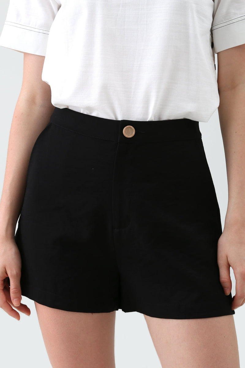 Eulala Basic Shorts in Black