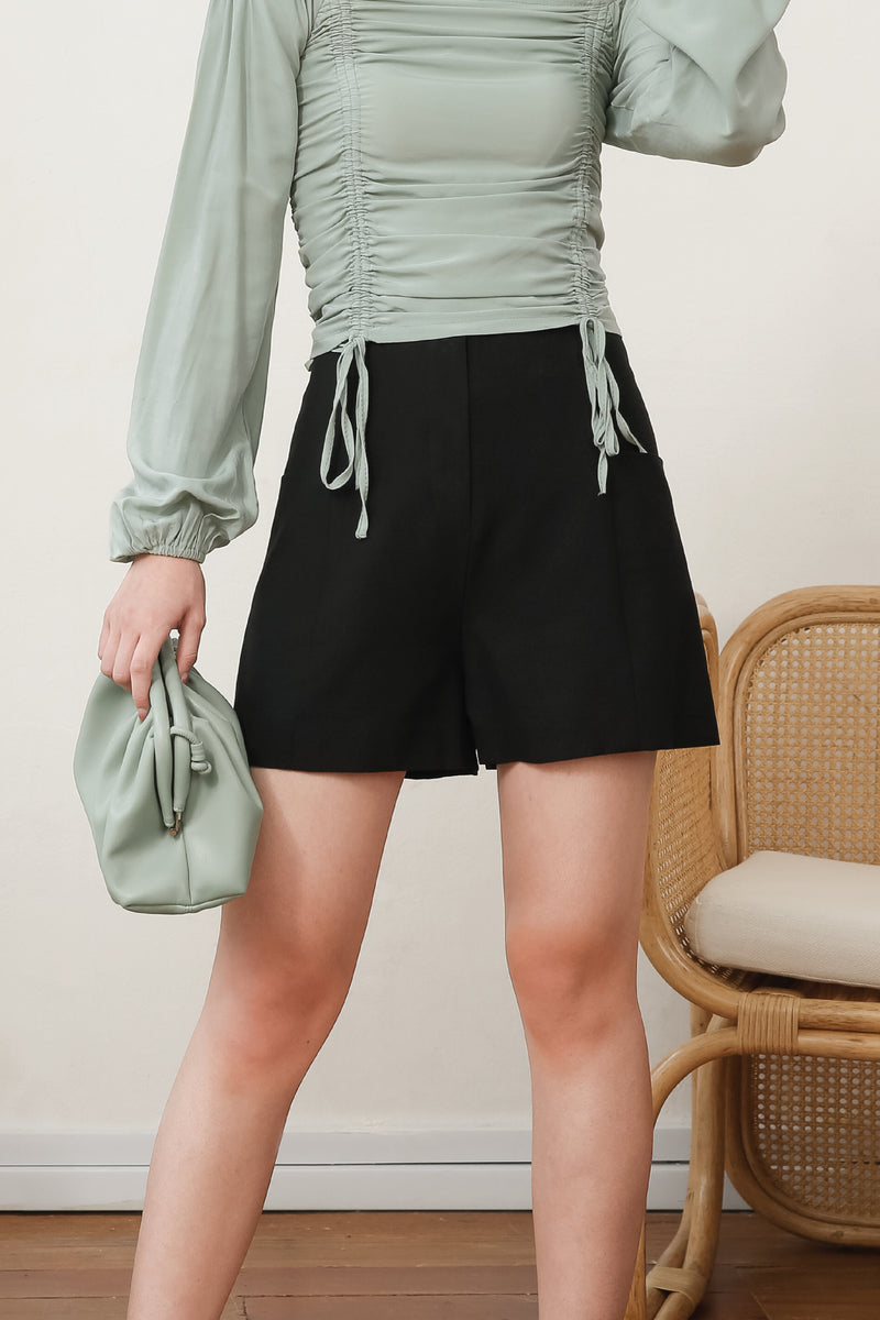 Belinda Side Pocket Shorts In Black
