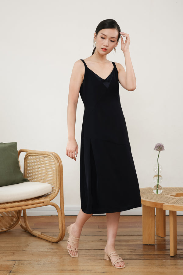 Juliet Sleeveless Slip Dress In Black