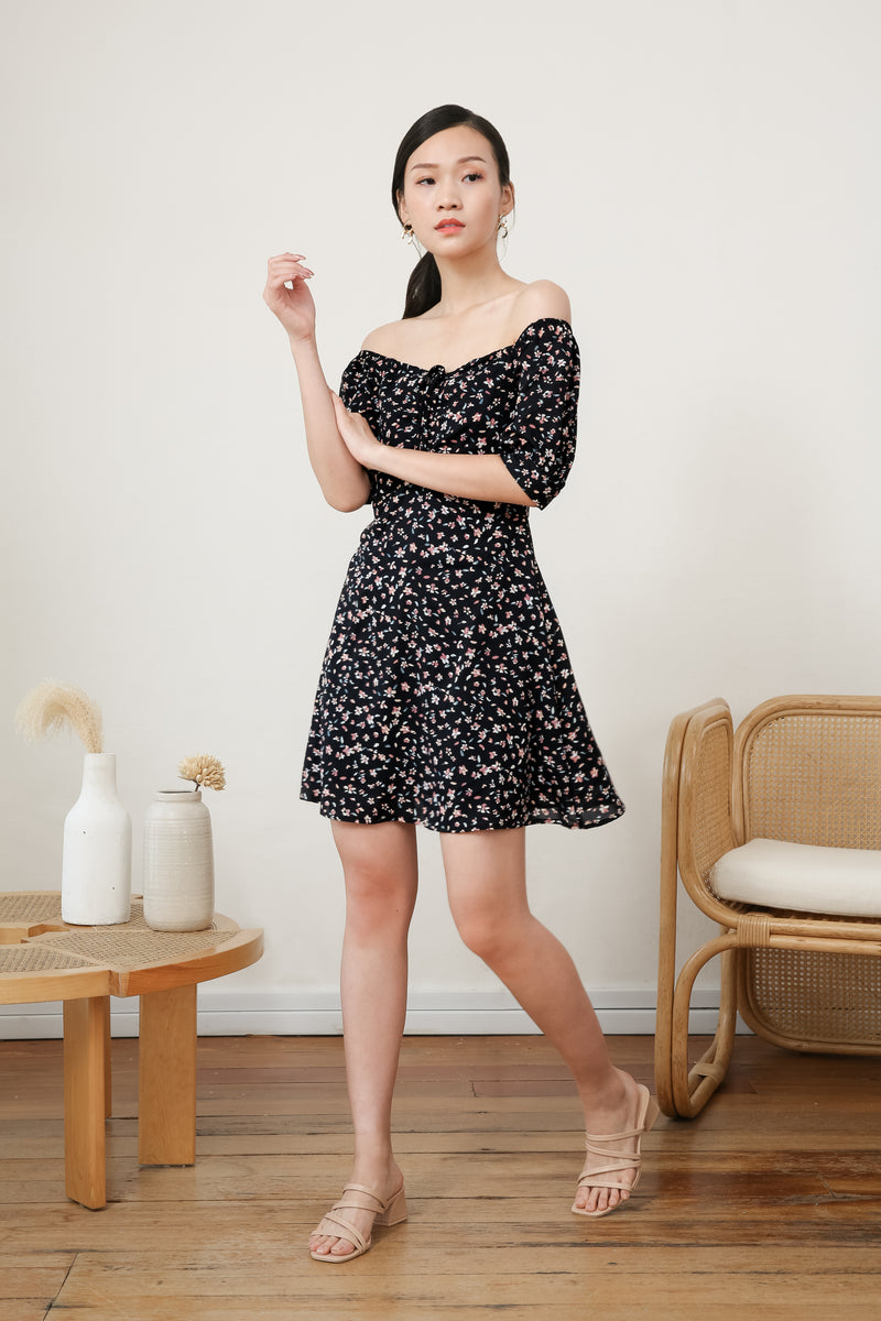 Yasmin Front Ruched Printed Dress In Black