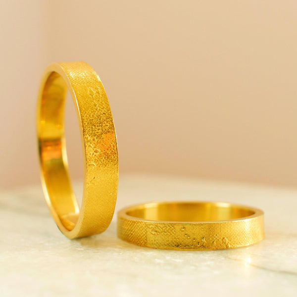 Footprints in the Sand Wedding Ring in Yellow Gold