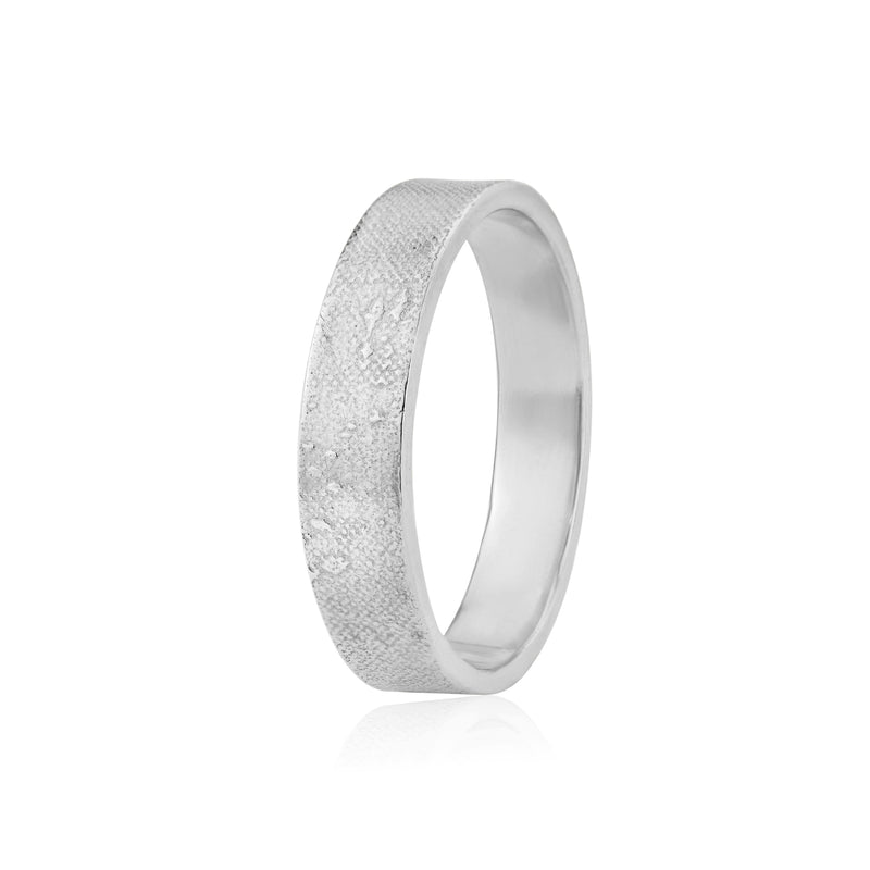 Gents 5mm Footprints in the Sand Wedding Ring in White Gold/Platinum