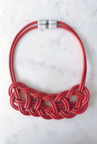 Collar Double Coin Knot Rojo