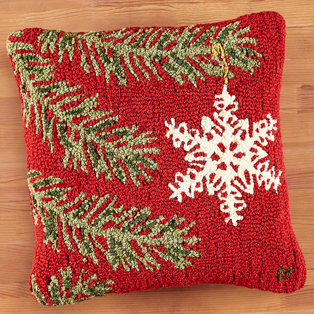 "Chandler 4 Corners 18"" Hooked Pillow, Ornament Snowflake"