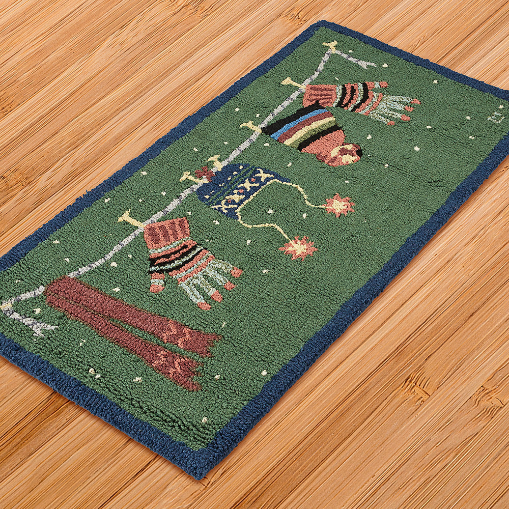 Chandler 4 Corners 2' x 4' Hooked Rug, Wet Wear