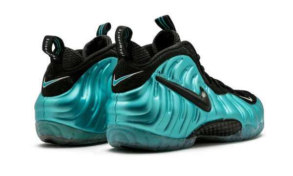 new product d93a6 180ff NIKE AIR FOAMPOSITE PRO