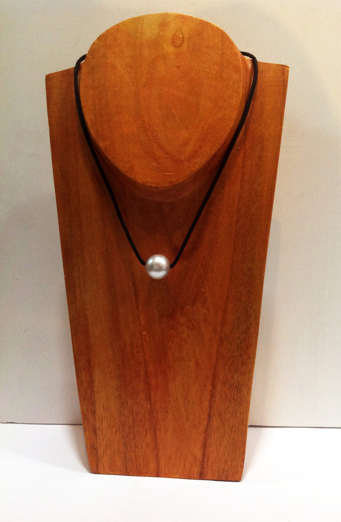 """One Love"" Sliding South Sea Pearl Necklace - Klara Haloho - 1"