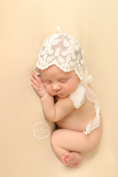 LACE BABY BONNET WITH WRAP