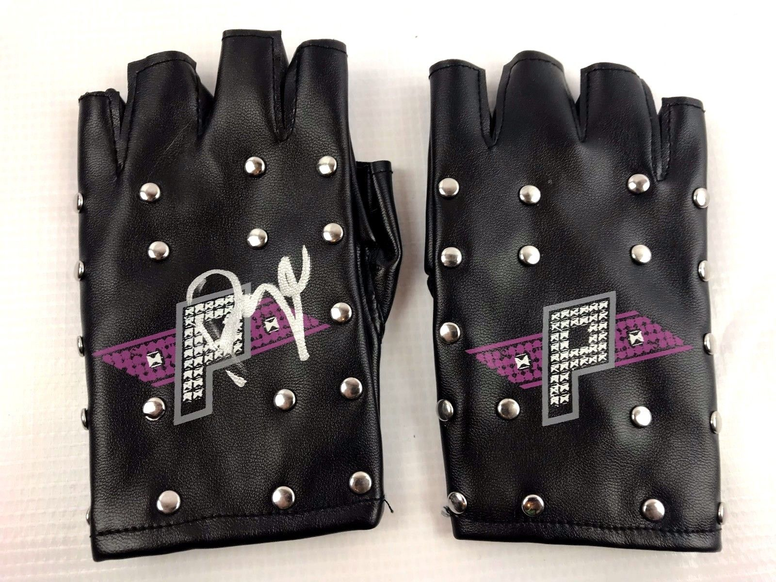 Paige Authentic Autograph kid gloves Signed WWE WWF NXT COA Total Divas